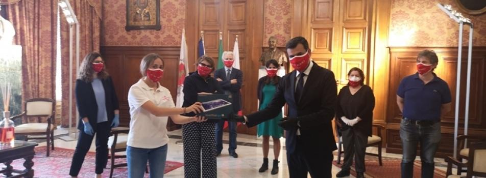 IL CIRCOLO DELLA VELA DONA 50 TABLET  AL COMUNE DI BARI PER GLI STUDENTI IN DIFFICOLTÀ
